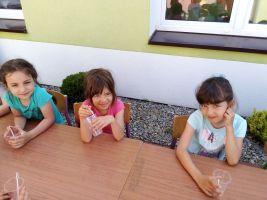 Wspaniały Dzień dziecka dzień III warsztaty plastyczne malowanie farbami i tworzenie slimów - świetna sprawa